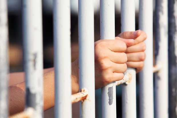 """Proyecto propone diferenciar penas de prisión entre """"mulas"""" y líderes narcotraficantes"""