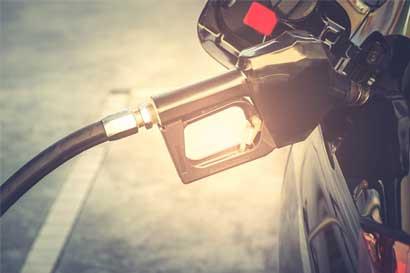Diputado propone eliminar doble efecto del petróleo sobre precios de combustibles