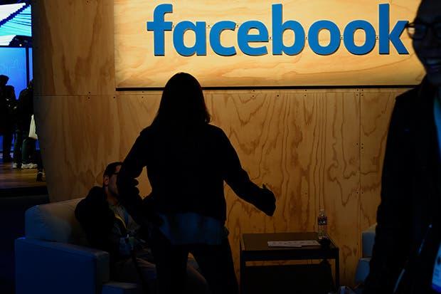 Reino Unido pide a Facebook, Google eliminar contenido terrorista
