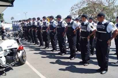 Cadetes de la Policía de Tránsito recibieron certificado de servicio al cliente impartido por ICT
