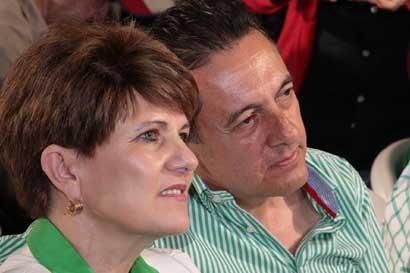 Elección queda en suspenso y Álvarez sugiere fraude
