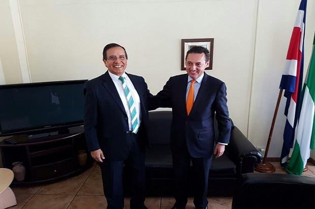 Antonio Álvarez pide a su exrival Rolando González unirse a la campaña