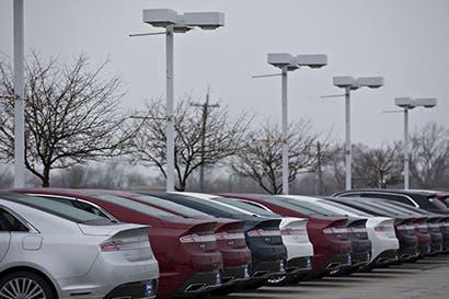 Menor venta de autos en EE.UU. amenaza fábricas que quiere Trump