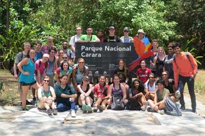 Universidad Fundepos atrae 34 estudiantes extranjeros tras participación en feria