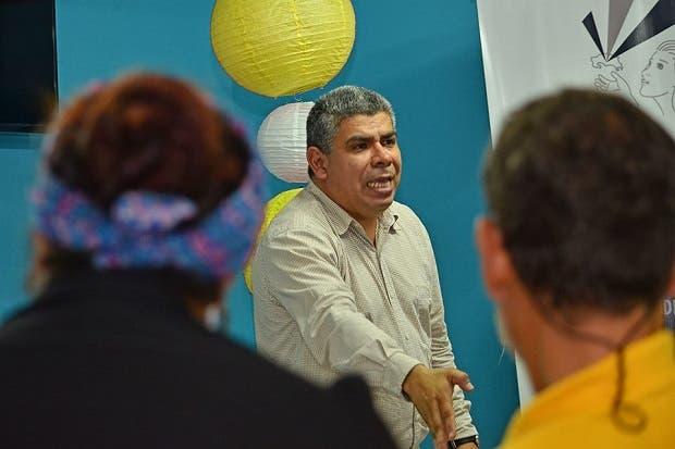 Candidato del Frente Amplio propone cerrar dependencias del MOPT
