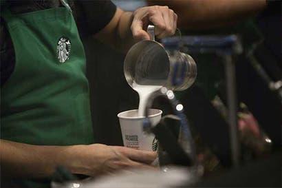Crece presión sobre Starbucks para que mejore oferta de comida