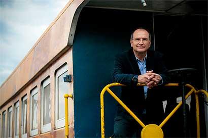 "Gobierno tiene ""manos amarradas"" para modernizar tren"