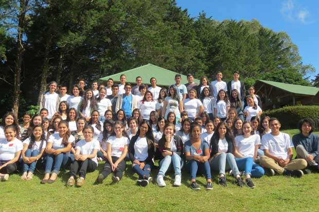 Estudiantes becados terminan campamento de programa de inglés