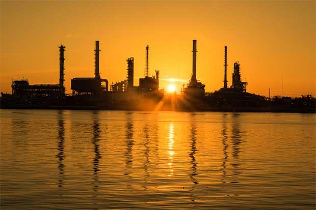 Petróleo sube; ataque de EE.UU. contra Siria sacude a los mercados