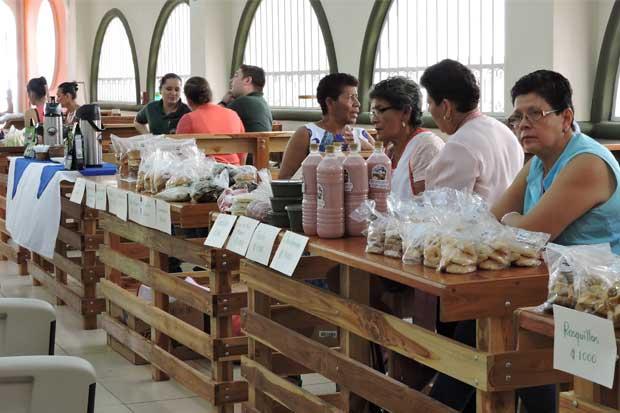 Vacacionistas obtendrán variedad de comidas y bebidas en Mercado Nicoa