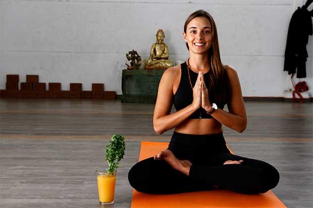 Emprendedora hace del yoga un negocio