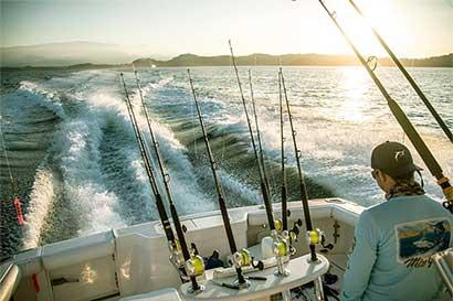 ¡Al agua pescadores!