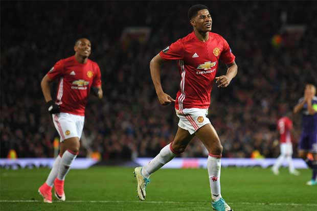 Manchester United continúa firme hacia el título de Europa League