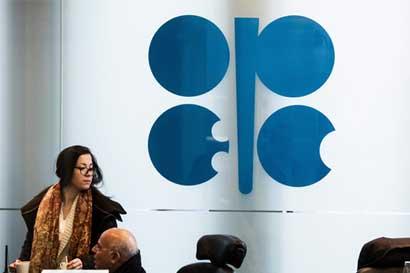 Ministros de OPEP se reunirán con Rusia para extender recortes