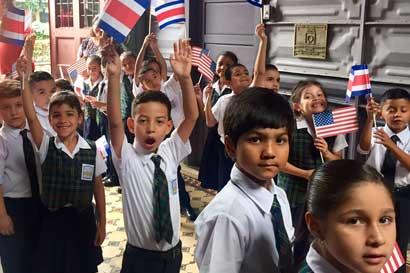 Estudiantes de primer grado ya implementan nuevos programas de inglés