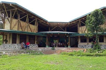 Inder construye en Osa salón ecocultural y escuela con bambú