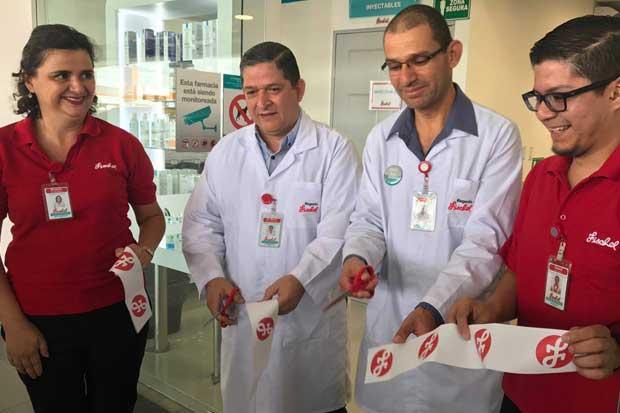 Fischel inauguró farmacia y espera abrir tres más