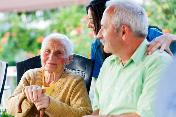 Tena promueve la salud de adultos mayores bailando