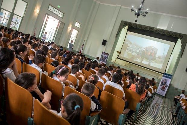 Escuela alajuelense celebrará centenario con cine para niños
