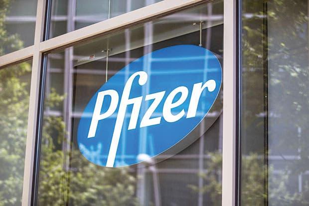 Débiles ventas de Pfizer alimentan la especulación de nueva compra