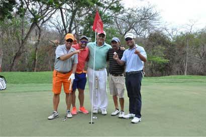 Equipo de Rolando Fonseca gana torneo de golf ProAm