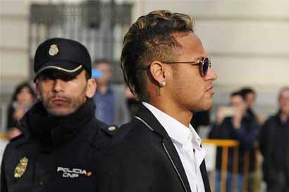 Neymar, Barcelona y Santos irán a juicio por fichaje del brasileño
