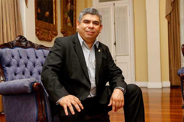 Frank Camacho renuncia a candidatura en el Frente Amplio y Edgardo Araya es declarado candidato