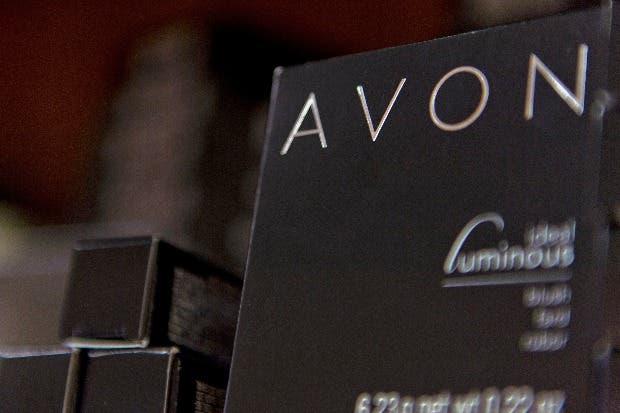 Inversionistas piden salida de líder de Avon por caída de acciones