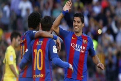 Barcelona golea al Villarreal y sigue líder en España
