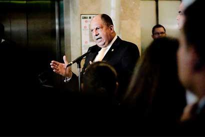 Presidente de Costa Rica: un autogolpe en Venezuela sería trágico