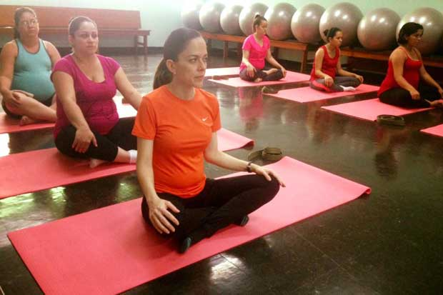 Caja implementará programa de yoga para embarazadas