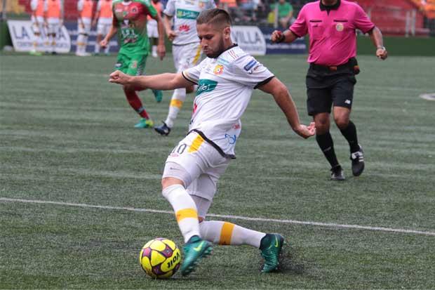 Elías Aguilar suspendido por tres partidos