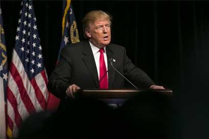 Trump dice que bar no puede demandarlo por competencia injusta