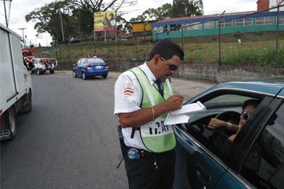 Tránsito registra 6 mil infracciones por licencia vencida en primer cuatrimestre