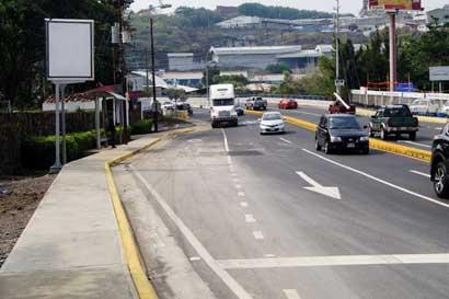 """""""Inoperancia"""" del MOPT atrasa obras, dice informe de la Defensoría"""