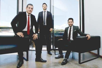 Jóvenes imprimen sello millenial a nuevo bufete de abogados