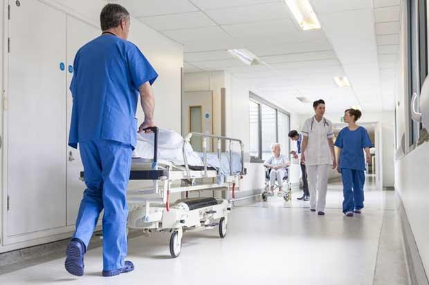 Hospital de San Carlos realizó primer reemplazo de hombro
