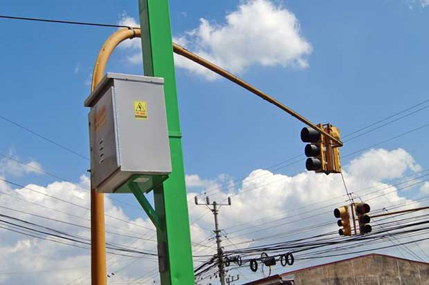 Daños en semáforos aumentan tras lluvias