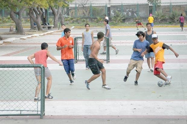 Joel Campbell impulsa el fútbol callejero