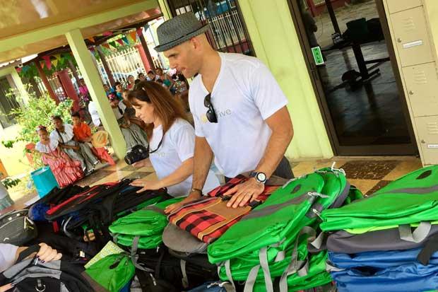 Turistas de Andaz colaboran con comunidad