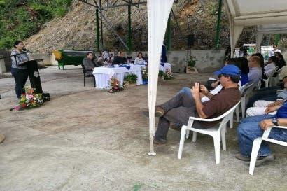Productores de café y frutas de León Cortés mejoran capacidad de producción