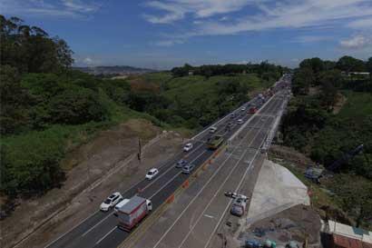 Habilitan seis carriles de puente Alfredo González Flores