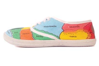 Estudiantes crean colección de calzado inspirada en migrantes