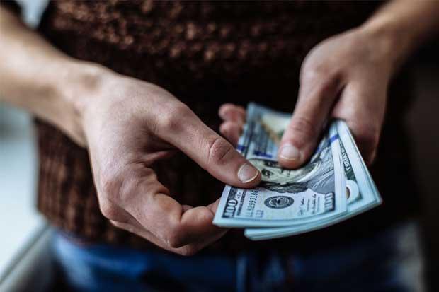 Dólar cerró con baja de ¢7,4 ante anuncio del Banco Central