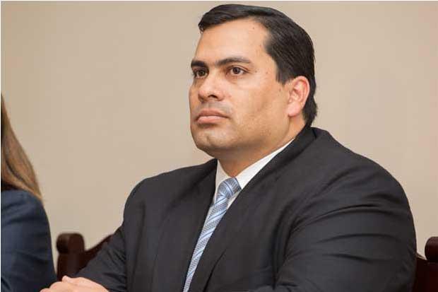 Viceministro de Hacienda deja su cargo por motivos de salud
