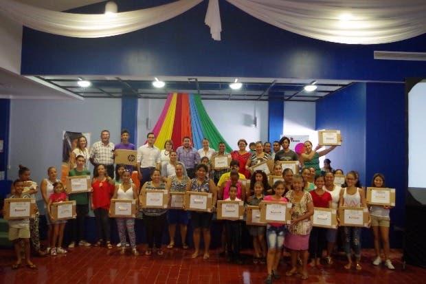 IMAS entregó equipo de cómputo a Familias de Puntarenas