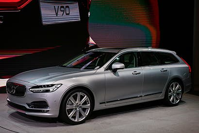 Fans de coches familiares de Volvo se preparan para el nuevo V90