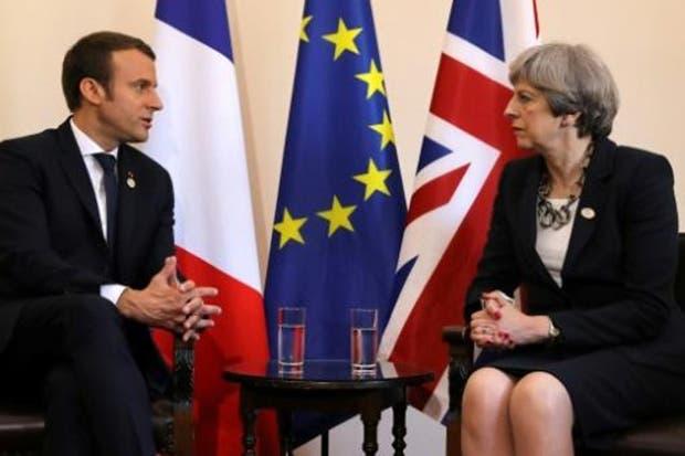 May y Macron difieren sobre Brexit en su primera reunión