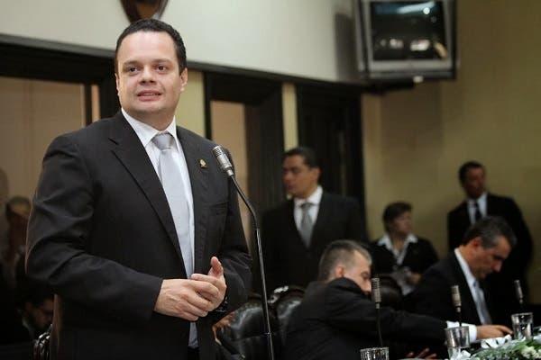 Gonzalo Ramírez liderará Renovación Costarricense tras salida de Justo Orozco