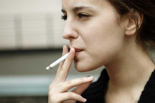 Odontólogos recomiendan evitar fumado para prevenir cáncer oral